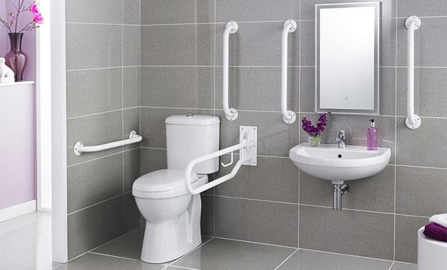 Có nhiều nhà vệ sinh nhưng chỉ bị hôi một phòng?